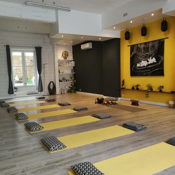 SWEET OM - Yoga for Karuna